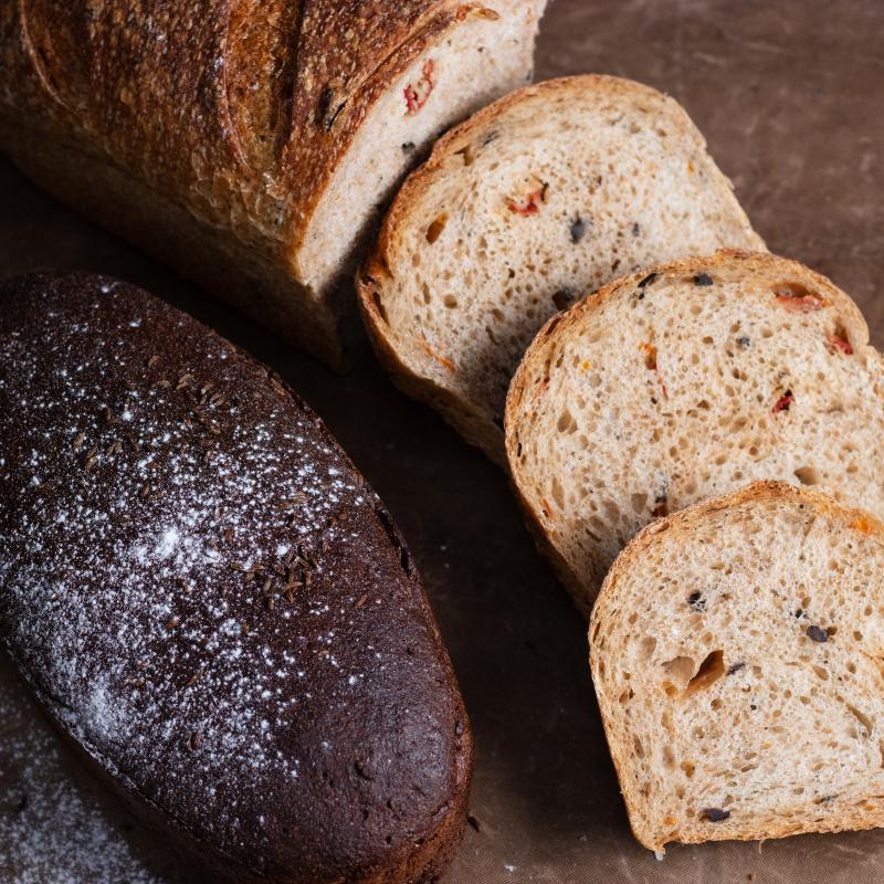 地中海果乾麵包+(大)俄羅斯傳統裸麥酸麵包