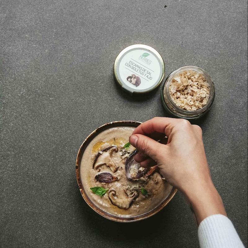西班牙有機香草海鹽片 – 牛肝菌蒜香 / ESCAMAS DE SAL CON BOLETUS Y AJO